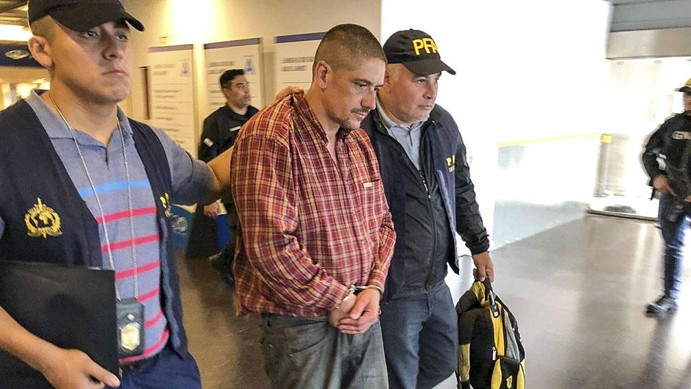 El padre del acusado, un contador que fue condenado en 2009 a 40 años de cárcel por nueve violaciones cometidas durante 2005.