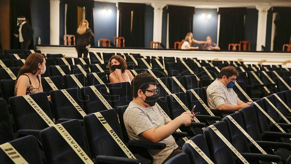 El teatro funciona con 250 personas en la sala, un 30 por ciento del total