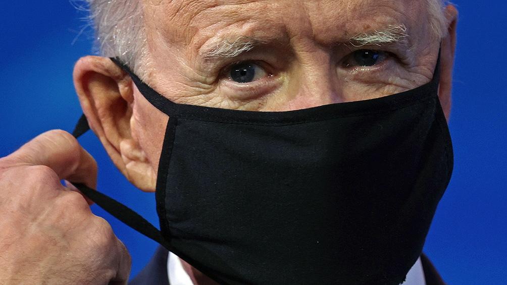 Durante la campaña, Biden repitió varias veces que sin controlar la pandemia no se puede reactivar por completo la economía