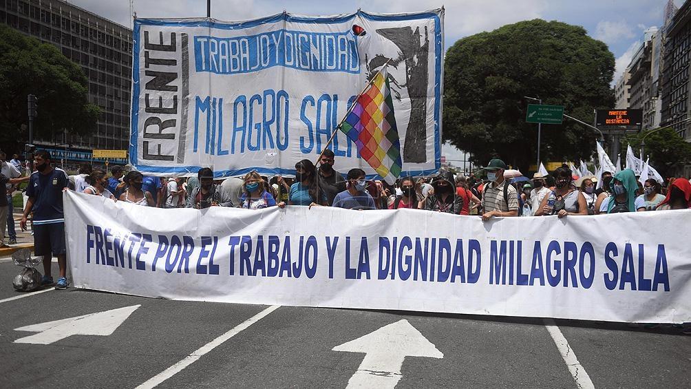 Distintas organización se movilizaron hacia  el Palacio de Tribunales donde reclamarán la libertad de la dirigente jujeña