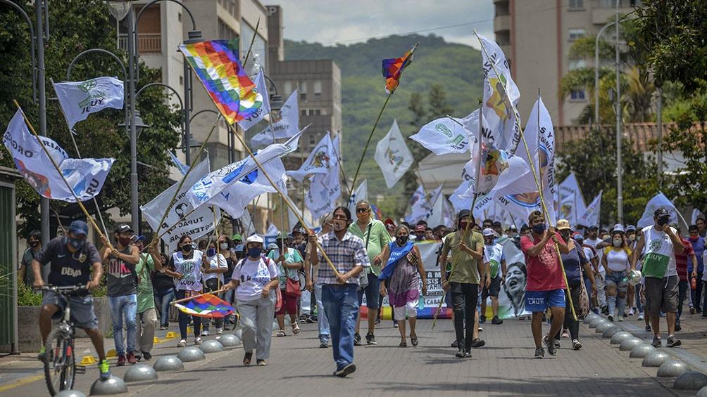 """En Jujuy, los manifestantes marcharon con las consignas """"Libertad a Milagro Sala"""" y """"Jujuy sin presos políticos""""."""