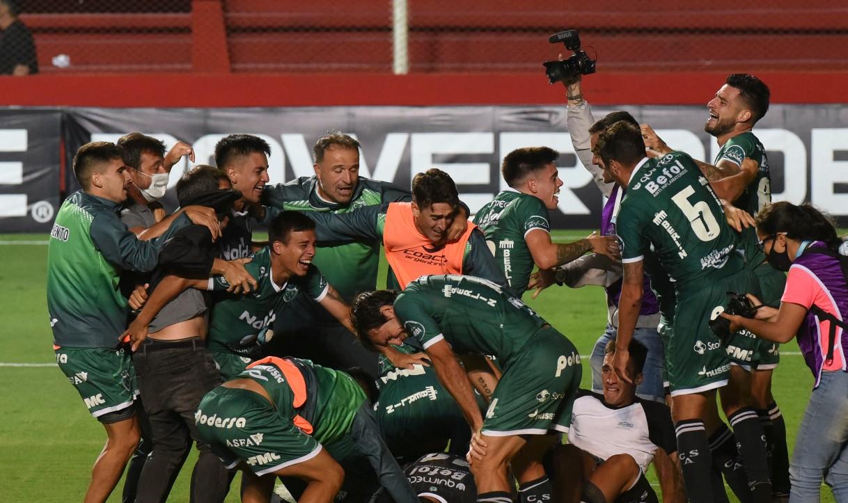 Sarmiento, con oficio y efectividad, venció a Lanús