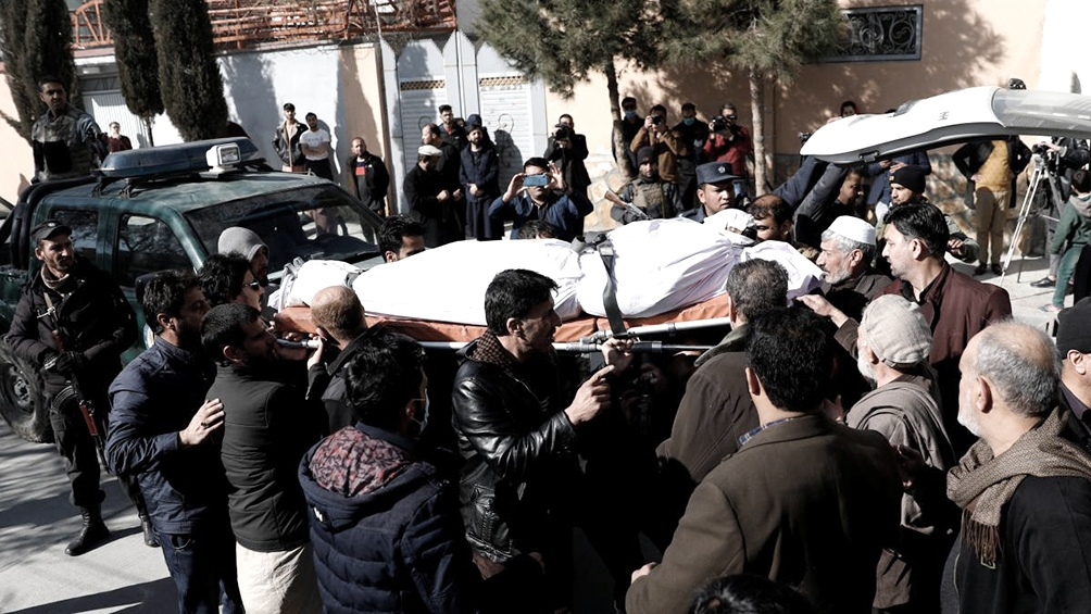 """""""Hombres armados atacaron el vehículo de las funcionarias de la corte suprema, el conductor (que las llevaba) está herido"""", dijo el vocero."""