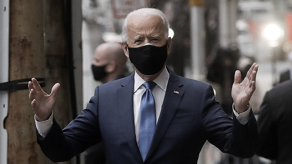 """Biden:  """"Todos aquellos que viajen a Estados Unidos desde otro país deberán realizarse una prueba antes de subirse al avión""""."""