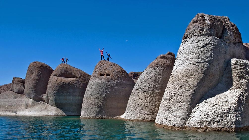 Turismo de San Rafael entrega tapabozas a quienes llegan a la región