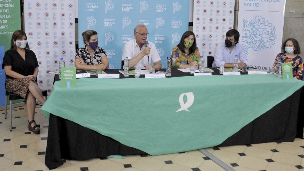 La firma de la Guía para la implementación de los protocolos IVE en la provincia de Buenos Aires.