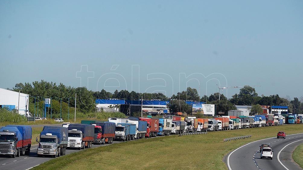 Los dueños y choferes de camiones reclaman una rápida actualización de tarifas