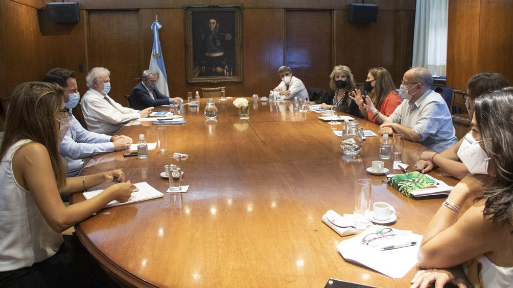 Reunión del Ministro de Salud con diputados.