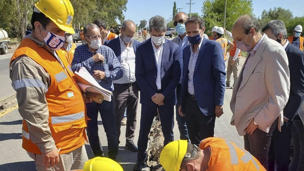 Katopodis y Uñac estuvieron acompañados por Alejandro Urdampilleta (Vialidad Nacional); el ministro de Obras y Servicios Públicos de San Juan, Julio Ortiz Andino, más intendentes de localidades cercanas.