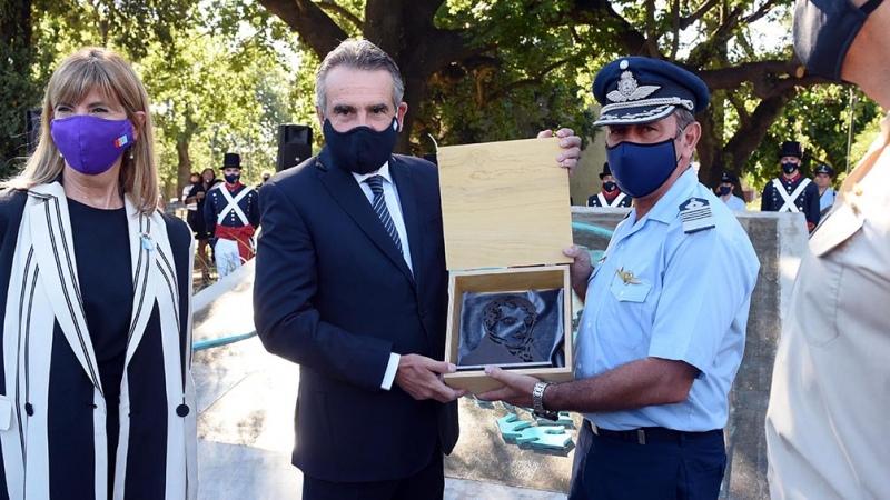 Rossi homenajeó en Rosario a Belgrano y reconoció el rol de las Fuerzas Armadas en la pandemia