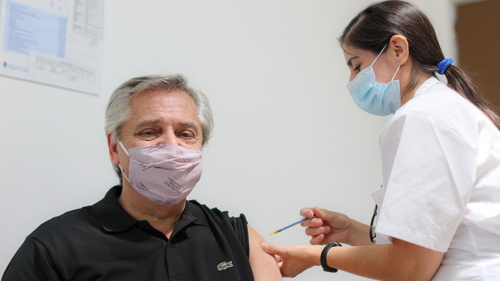 Fernández fue vacunado en el Hospital Posadas de Morón.