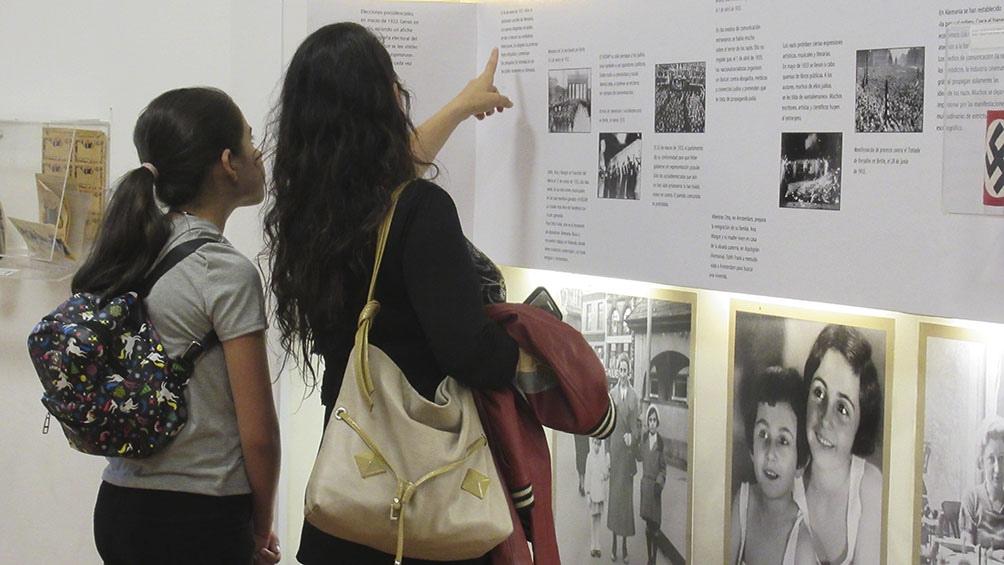 En el Centro Ana Frank de Buenos Aires los jóvenes mantienen vivo el recuerdo de la chica alemana.