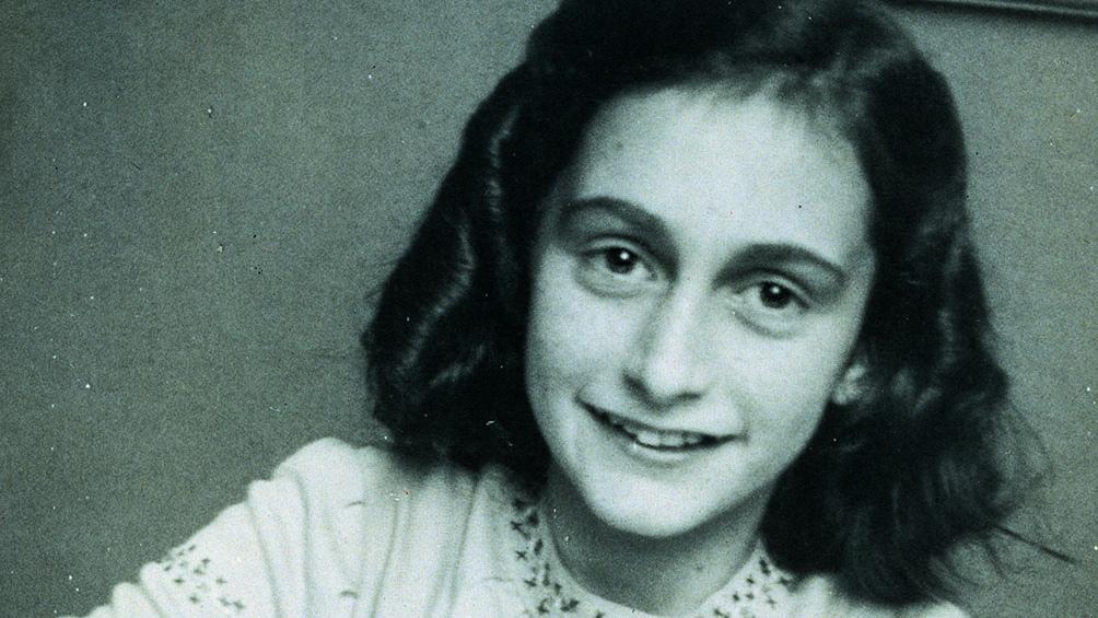 Ana Frank nació en Frankfort, Alemania, el 12 de junio de 1929. Murió de tifus en 1944 en el campo de concentración Bergen-Belsen.