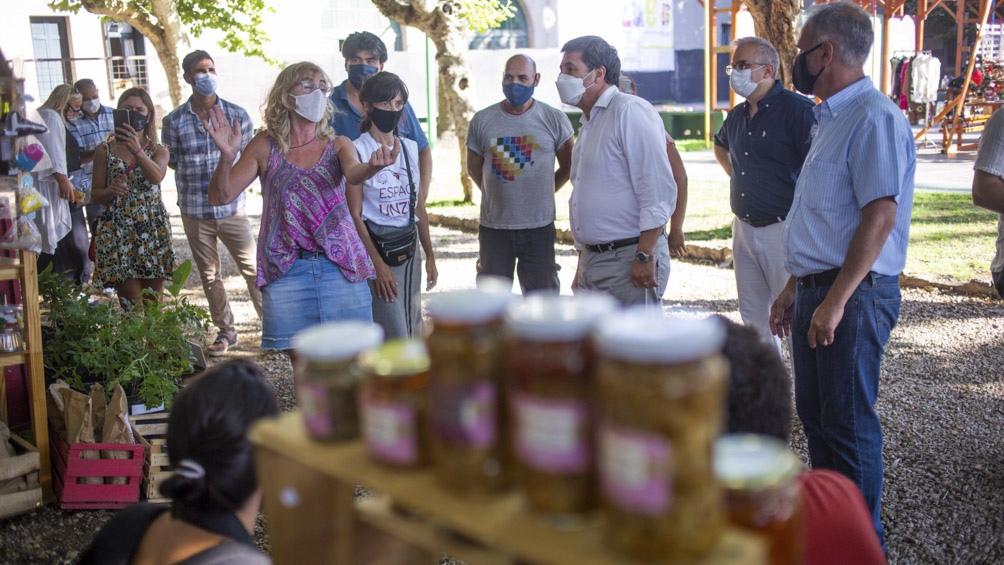 Arroyo visitó en Mar del Plata el Espacio Cultural Unzué donde recorrió la feria de emprendedores.
