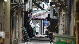 Hong Kong aísla un barrio entero en su primer confinamiento por el coronavirus