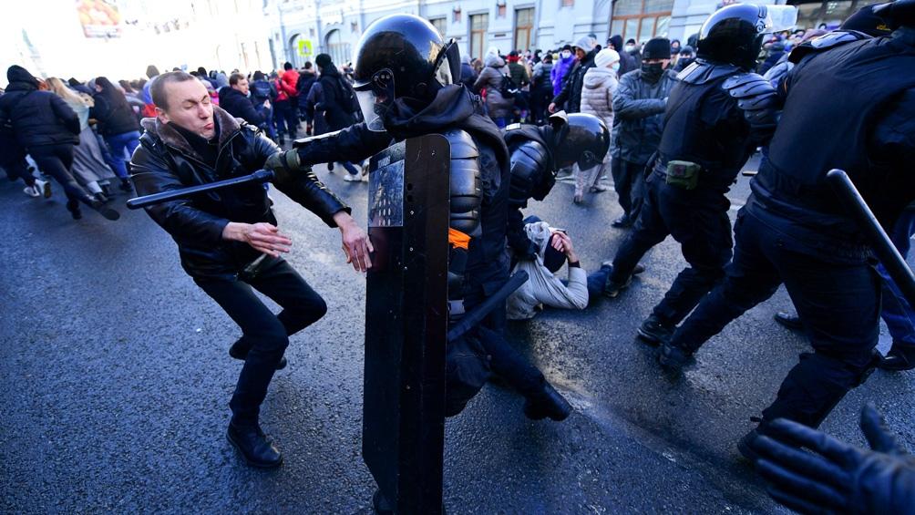 Cientos de detenciones en protestas de partidarios del opositor Navalny