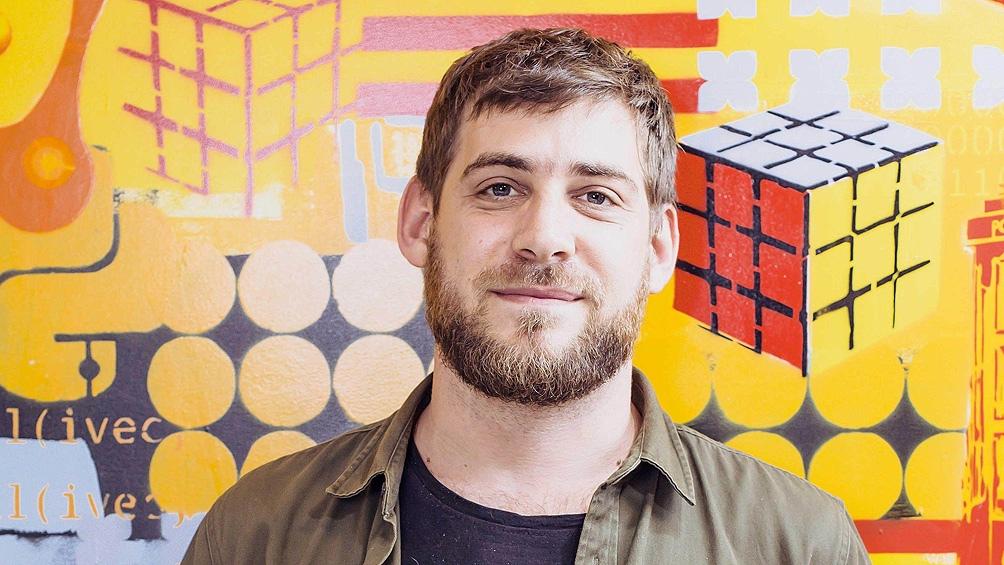 Sebastián Bortnik, especialista en tecnología y seguridad informática.