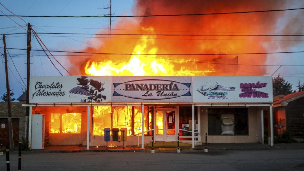 El fuego redujo a cenizas la totalidad del establecimiento.