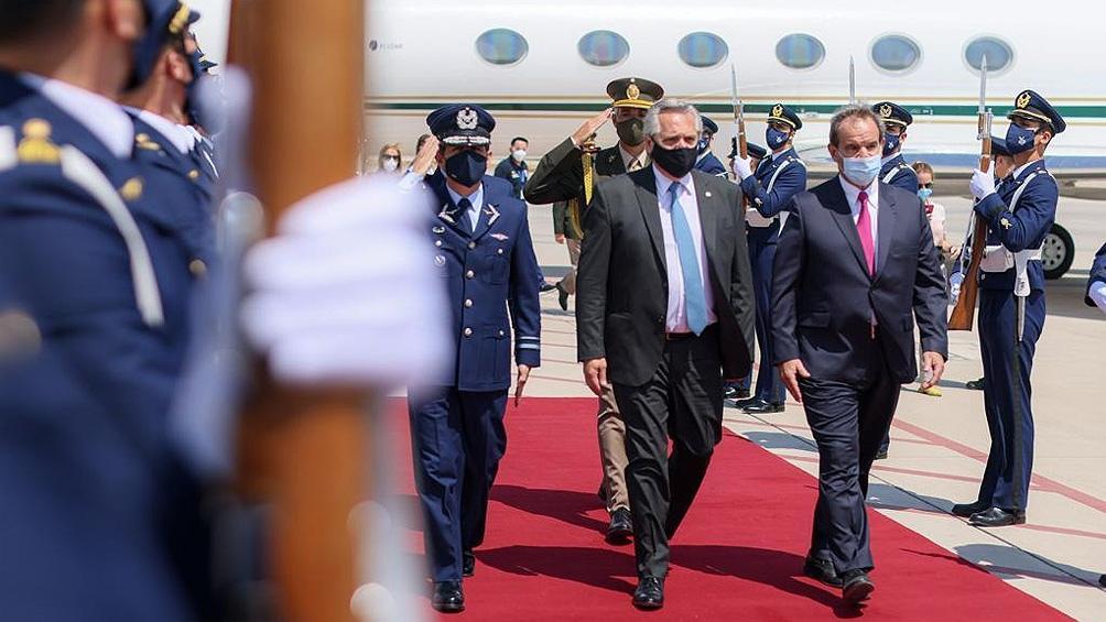 Alberto Fernández aterrizó en Chile para iniciar una visita de Estado de dos días