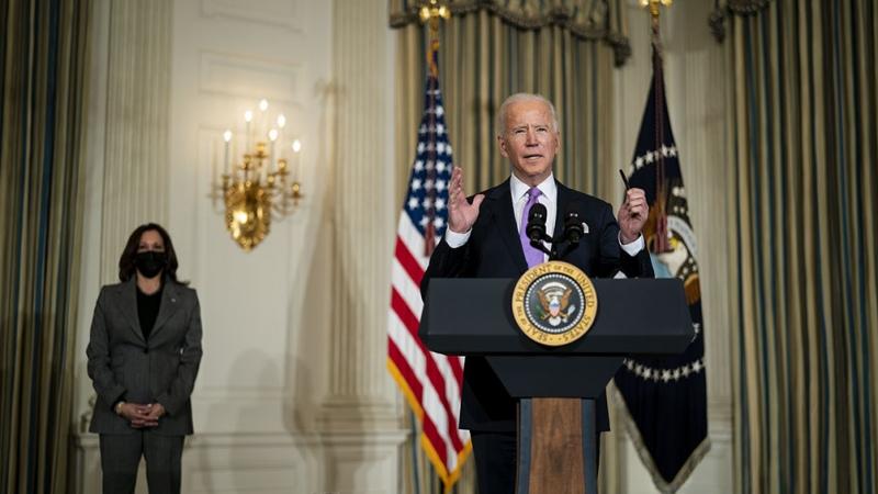 Biden revive el sistema de salud Obamacare en pleno auge de la pandemia