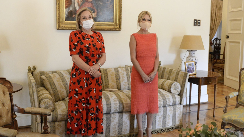La primera dama argentina se reunió con su par chilena, Cecilia Morel