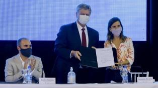 Guzmán firmó convenios previsionales y para financiar una obra de energía por biomasa en La Pampa
