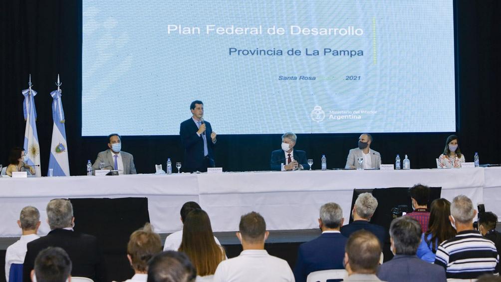 """Guzmán recorrió la provincia junto con sus pares de Interior, Eduardo """"Wado"""" de Pedro, y de Ciencia, Tecnología e Innovación, Roberto Salvarezza"""