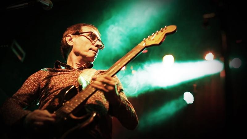"""Minissale logra una """"linda síntesis"""" entre sonido rockero y sutilezas armónicas con su disco en vivo"""