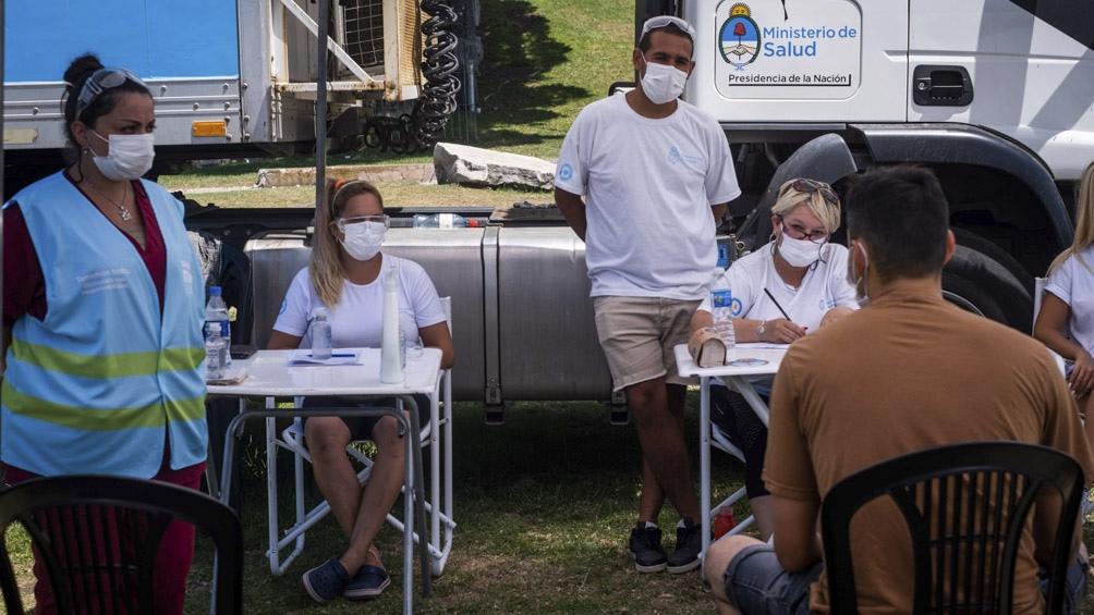 Los testeos son voluntarios y permiten detectar asintomáticos.