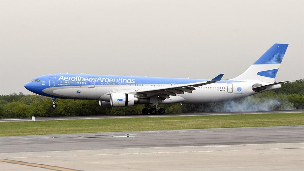 El Airbus 330-200 tocó pista en el aeropuerto Internacional de Ezeiza a las 12.41