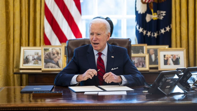 Biden pide a los estados que habiliten la vacunación para todos los adultos para mayo
