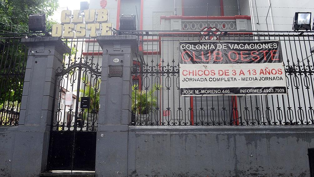 Otro allanamiento también sucedió en el Club Oeste, donde funciona la colonia de vacaciones a la cual concurría el niño.