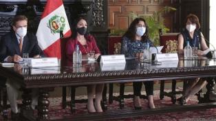 Cae una segunda ministra en Perú por el escándalo con la vacunación