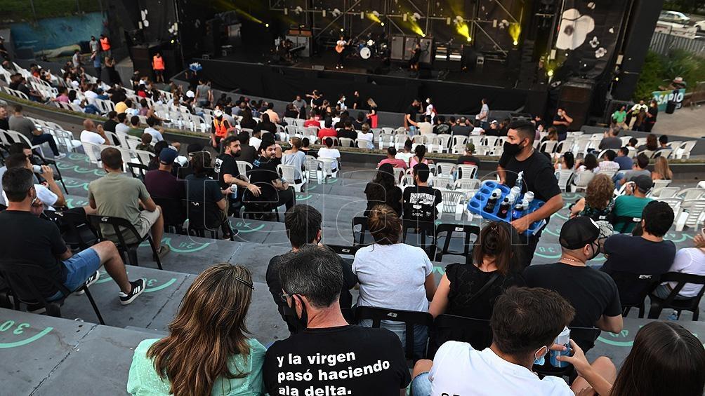 Divididos es una banda fundada en 1988 por Mollo y Arnedo