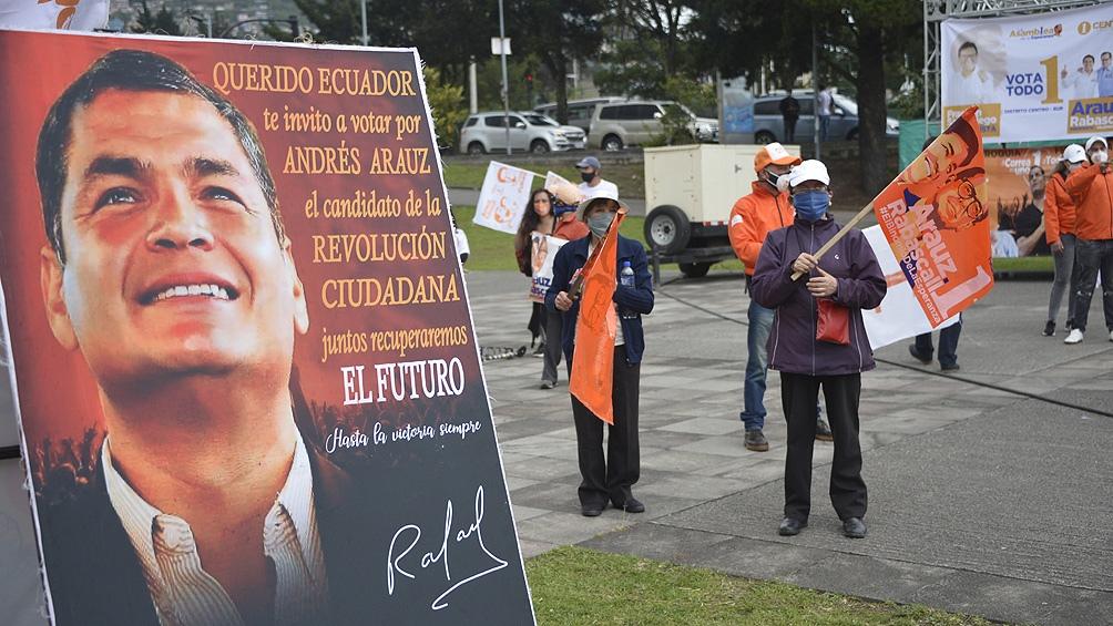 رئیس جمهور سابق رافائل کره نمی تواند ظاهر شود ، اما از آندرس آراوز حمایت می کند