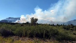 Incendio en El Bolsón: las altas temperaturas reavivaron los focos