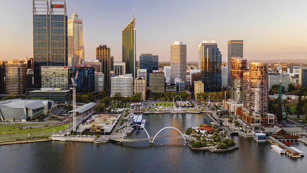 Alrededor de dos millones de residentes de la ciudad de Perth deberán permanecer en casa a partir de esta noche.