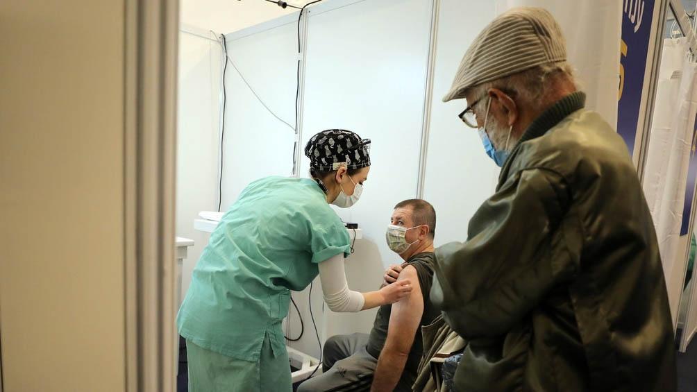 El 35% de la población en Israel ya recibió la segunda dosis de la vacuna de Pfizer.