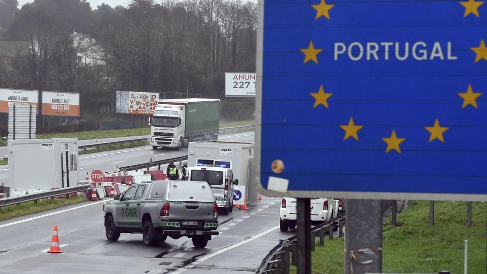 Casi la mitad de los diez millones de portugueses estarán otra vez sometidos a un toque de queda nocturno.