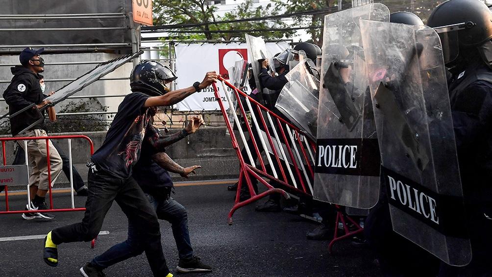 مقامات اتحادیه اروپا (اتحادیه اروپا) کودتا را محکوم کردند.
