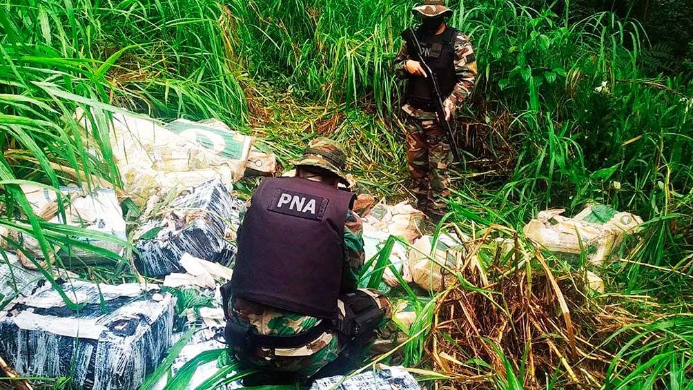 """El hallazgo se dio a partir de la detección de varios bultos en un camino de tierra en la zona conocida como """"Puerto Irú""""."""