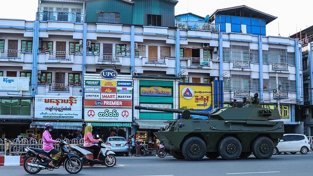 این کودتا دولت غیر نظامی رهبر گروه آنگ سان سوچی را سرنگون کرد