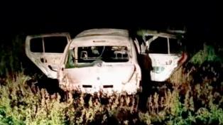 Hallan el cadáver de un hombre en un auto incendiado y dos manos cortadas en Paraná