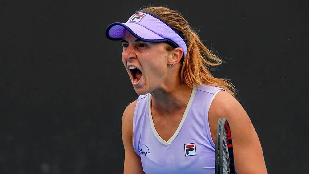 """La tenista argentina obtuvo la segunda victoria de su carrera frente a una """"top ten""""."""