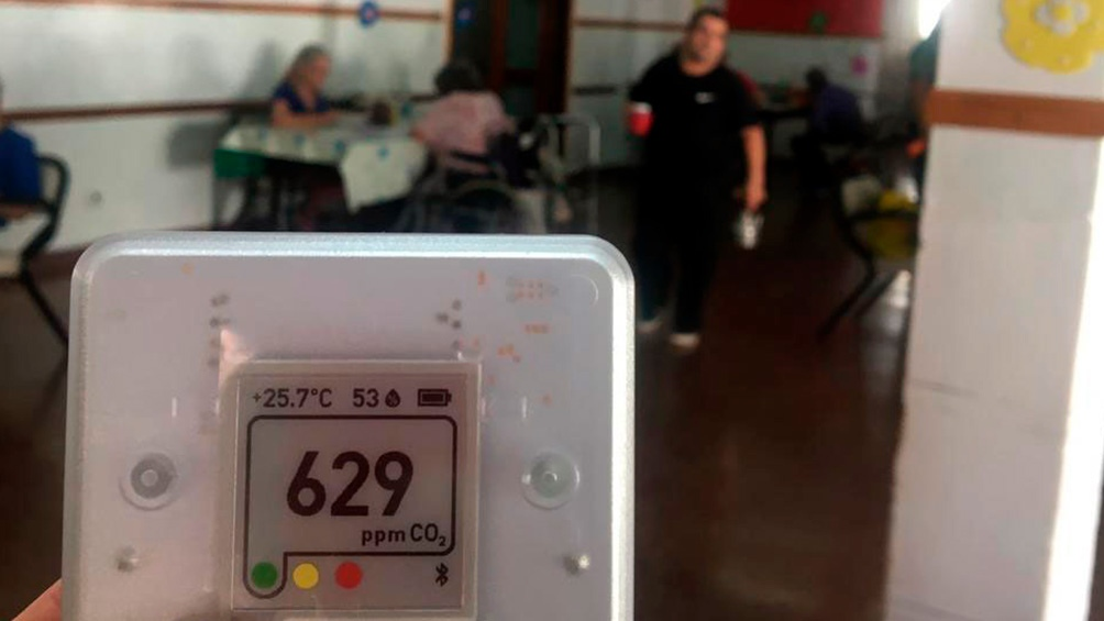 El medidor de CO2 que recibió la bióloga Concina desde la Universidad de Colorado, Estados Unidos.