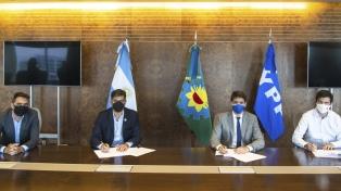 El Gobierno bonaerense acordó con YPF el suministro de combustibles y lubricantes