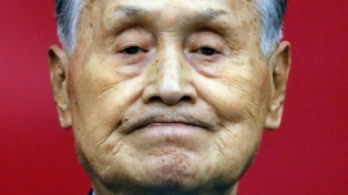El titular del Comité Tokio 2020 renunció luego de sus comentarios sexistas
