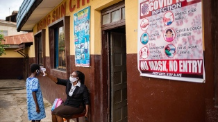 Enfermos graves de coronavirus mueren más en África por falta de cuidados, según The Lancet