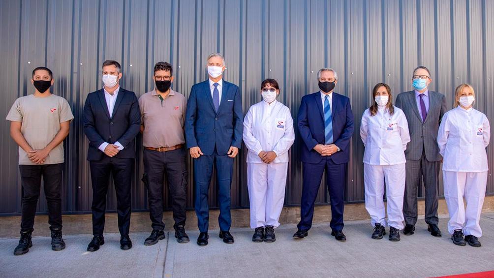 El presidente Alberto Fernández visitó la planta del laboratorio Richmond en Pilar.