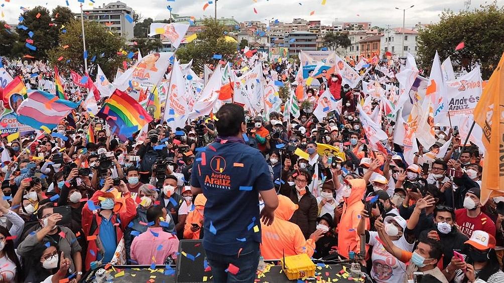 """Andrés Arauz juró lealtad a la """"revolución ciudadana"""", como Correa denominó a su Gobierno."""